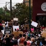 [CT Opinion]  인종차별에 대한 다른 자세: 비폭력과 폭력 대응